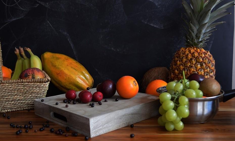 A papaia melhora a prisão de ventre e outros sintomas da síndrome do intestino irritável. As sementes e outras partes da planta também têm sido utilizadas para o tratamento de úlceras.
