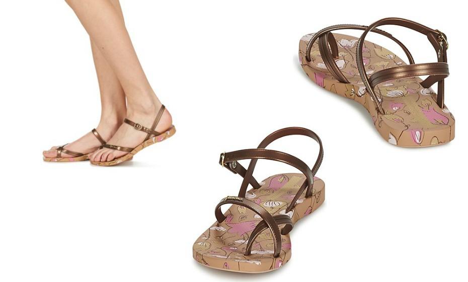 Não sabe o que calçar para um passeio à beira mar? Estas sandálias em bronze da Ipanema são ótimas para a ocasião.