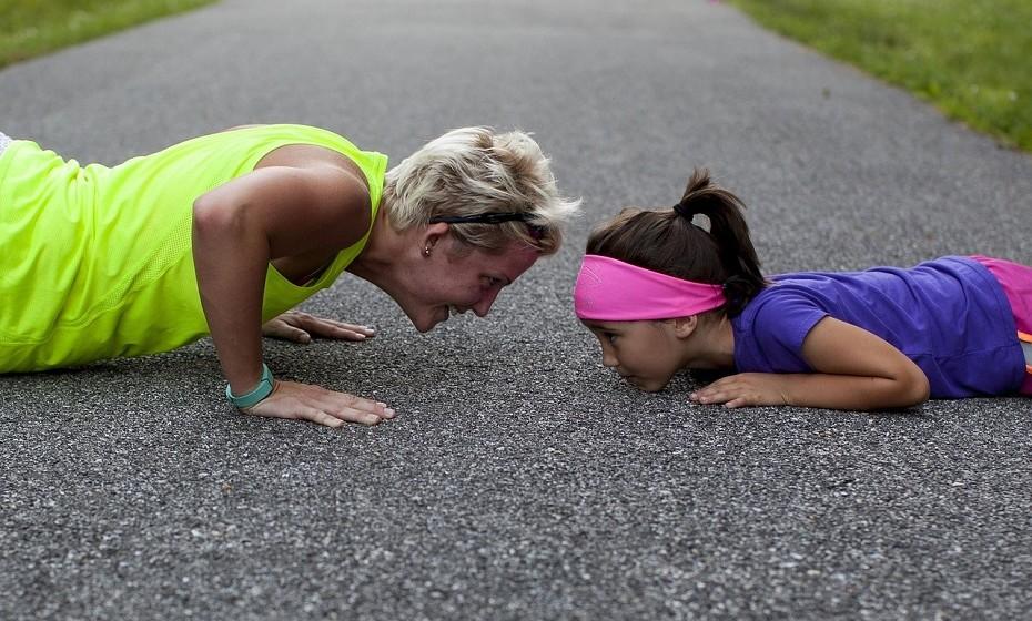 Comece o dia a fazer exercício físico. O ideal é que o faça antes das 10h e verá que a diferença é notória no modo como o corpo queima a gordura durante o dia.