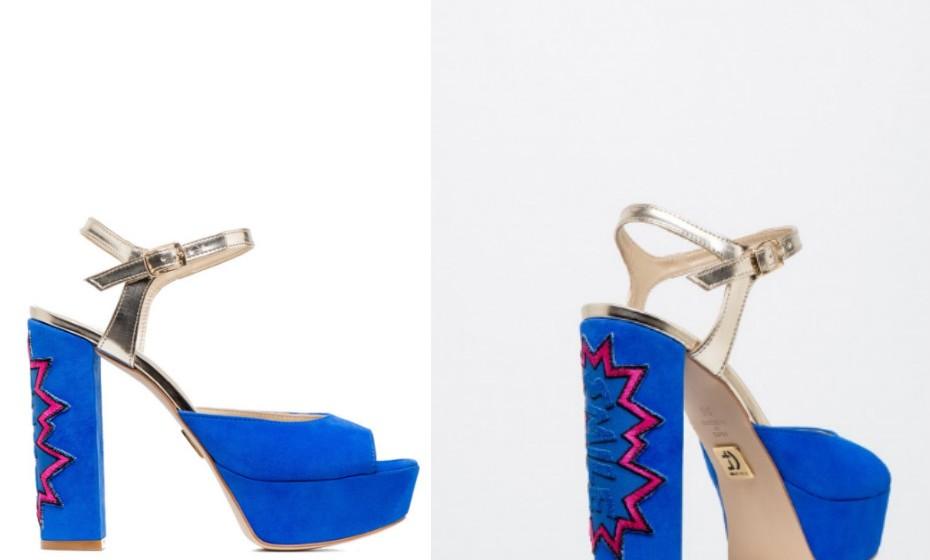 Sandália peeptoe em pele, com tira no tornozelo e uma cor vibrante. A escolha ideal para quem não tem medo de arriscar. Na imagem: Cristina Ferreira.