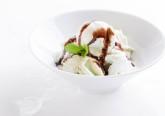 O calor está aí e o apetite por gelados também. Aprenda seis receitas simples para fazer em casa, para se divertir nestas férias e ainda deliciar toda a famíia.