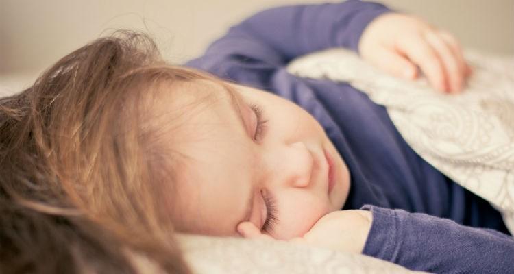 Saiba quantas horas deve dormir uma criança consoante a idade