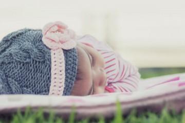 Os bebés dormem melhor se deixá-los chorar