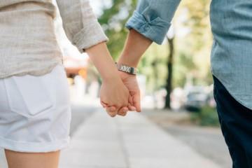 Casais usam um truque mental para se manterem fiéis