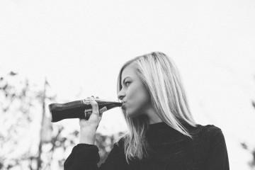 Quem não gosta de saborear um refrigerante bem fresco numa tarde de verão? O problema está no quão prejudicial pode ser para a saúde. O consumo frequente de refrigerantes não é saudável e nós explicamos-lhe porquê.