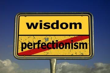 Ser perfecionista tem o seu lado bom e o seu lado mau. Um estudo revelou que este traço de personalidade pode ser prejudicial para a saúde devido ao stress contínuo em que os perfecionistas vivem. Estas pessoas variam nos seus comportamentos: algumas esforçam-se para esconder as suas imperfeições, outras tentam projetar uma imagem de perfeição. Conheça alguns sinais de perfecionismo, segundo Gordon Flett, especialista na área.