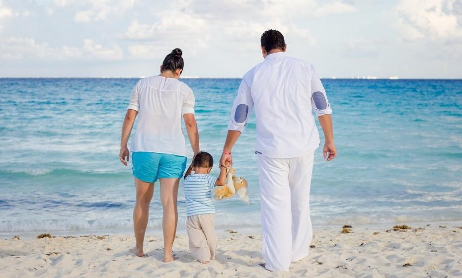 As férias aproximam-se e viajar com crianças implica lidar com algumas preocupações extra. Uma professora assistente de doenças infecciosas pediátricas explica algumas estratégias importantes a ter em conta na altura de se viajar para um ambiente diferente.