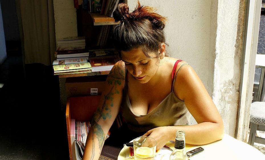Joana Chaves, 28 anos, fez a sua primeira tatuagem com 15 anos. Apesar da idade que tinha na altura, garante que fez com a autorização dos pais.