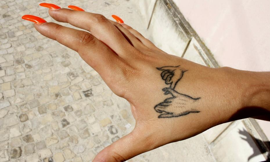 «Fiz esta tatuagem em conjunto com uma amiga minha», revela Carina.