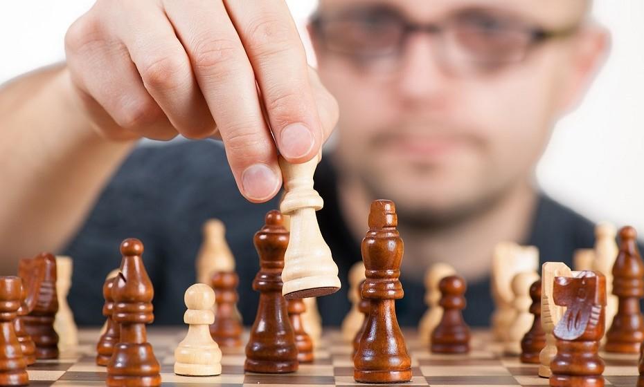 É intensamente competitivo e não consegue lidar com o facto de não ser melhor do que os outros.