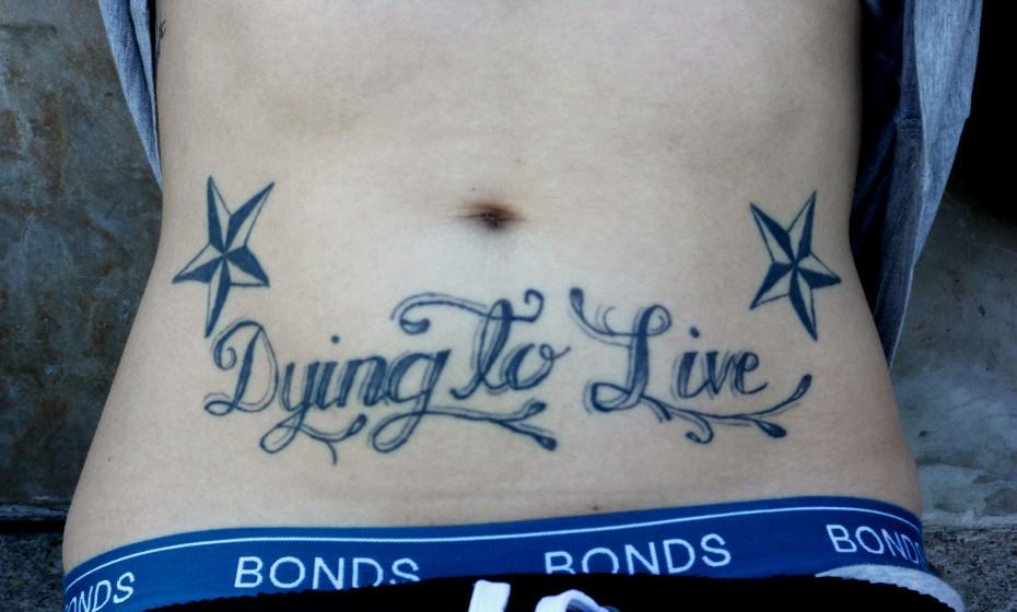 'Mortinha por viver' é o que diz a tatuagem de Cloey. A australiana tem «fome de mais, de viver intensamente» e decidiu colocar um 'lembrete' no corpo para não se esquecer.