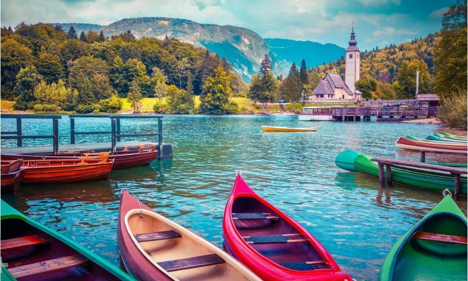 Bohinj, Eslovénia, é um lugar charmoso localizado no coração dos Alpes Julianos. Não deixe de conhecer o maior lago do país, Lago Bohinj.