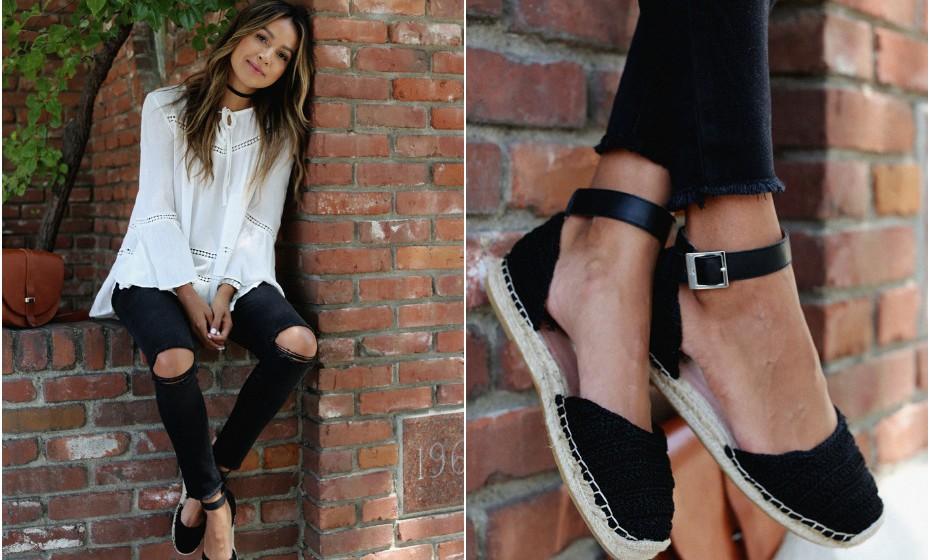 Alpercatas com corte de sandália/sabrina dão um toque romântico a qualquer look. Combine com umas calças justas e uma parte superior clara e fluída.