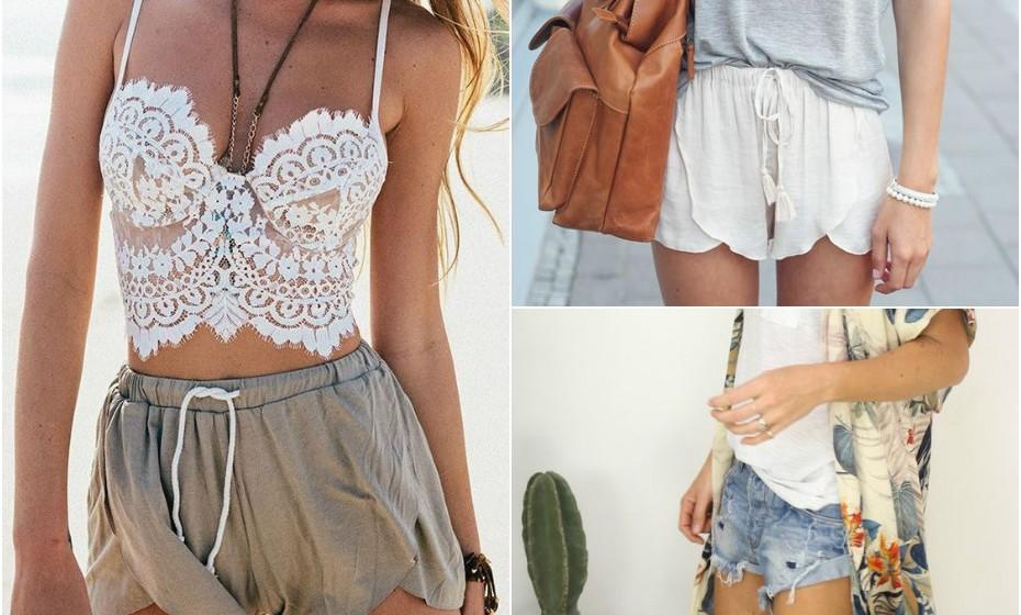 Calções estilo praia: Estes ficam lindos com uma peça superior branca, um colar grande, uma mala de vime e umas sandálias floridas.