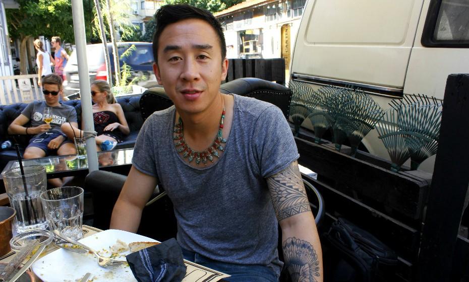 Khoi Phan, 31 anos, carrega no seu braço esquerdo duas tatuagens com grande significado.