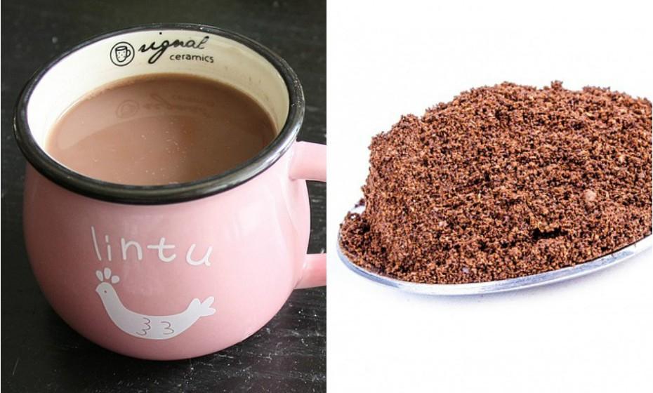 O cacau em pó que é habitualmente utilizado para fazer leite com chocolate é processado, pouco nutritivo e tem imenso açúcar adicionado. Prefira o chocolate em pó puro.
