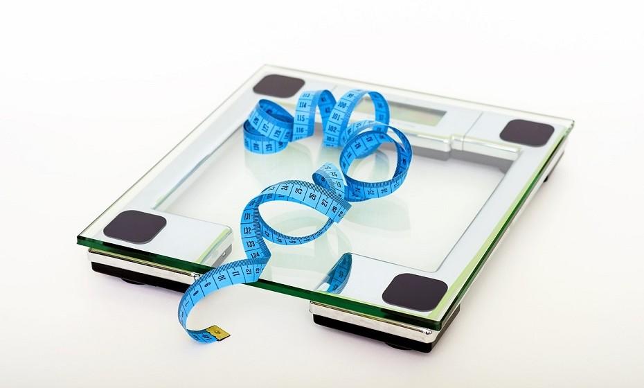 Os adoçantes artificiais têm sabores mais intensos do que o açúcar real. «Os adoçantes artificiais desencadeiam insulina que é enviada para o corpo em modo de armazenamento de gordura, o que leva ao aumento de peso», diz Brooke Alpert, autor de 'The Sugar Detox', à revista 'Health'.