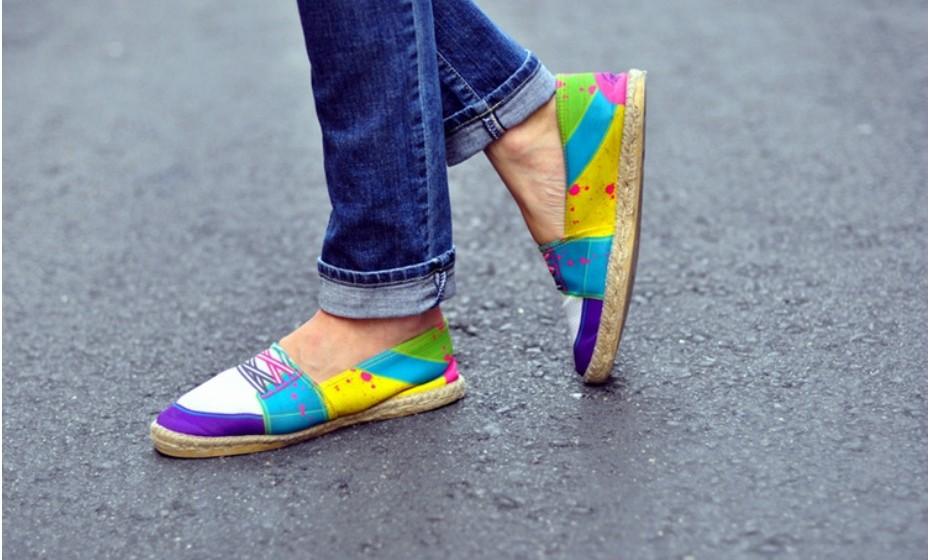 Este tipo de padrão não satisfaz os gostos de todos, é verdade. Se é fã de uma boa dose de loucura nos pés, combine com jeans. Nunca falha!