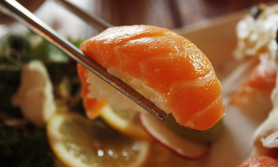 O principal componente de sushi é o arroz branco que é refinado e nesse processo quase todas as suas fibras, vitaminas e minerais são perdidas. Estudos mostram que os hidratos de carbono refinados podem causar inflamação e potencialmente aumentar o risco de diabetes tipo 2 e doenças cardiovasculares.