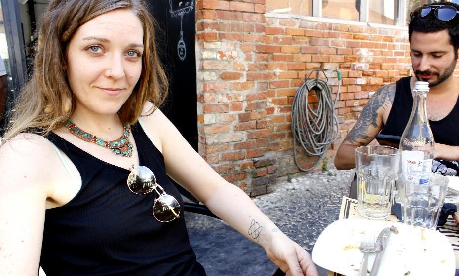 Massagista terapêutica de profissão, Patti Stamm, 31 anos, tem cinco tatuagens.