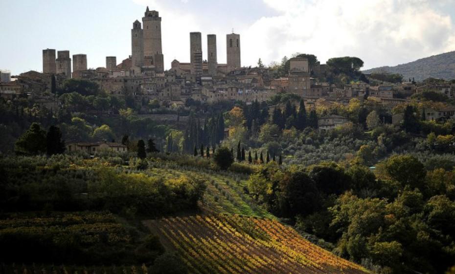 Toscana, Itália. Muitos produtores de vinho são membros do movimento Vini Veri que apela à elaboração do vinho natural. Muitas vezes, os visitantes podem desfrutar de degustações livres, pois os italianos tendem a tratar as pessoas como se de uma casa de hóspedes se tratasse.