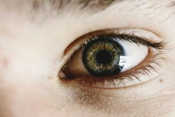 Cor dos olhos revela se é de confiança ou não