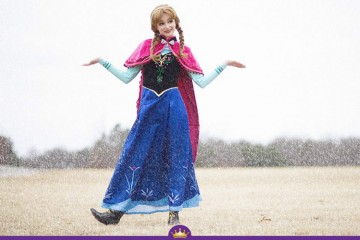 A americana Sarah Ingle tem 25 anos e gosta de personificar princesas da Disney. Sarah já gostou mais de 12 mil euros em fatos feitos à medida para as nove princesas em que se transforma: Belle, Cinderela, Branca de Neve, Ariel, Aurora, Rapunzel, Merida, Elsa e Anna.