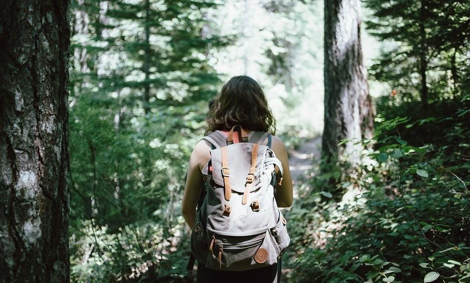 Por fim, leve uma mala de costas e ande sempre com água e toalhitas consigo.