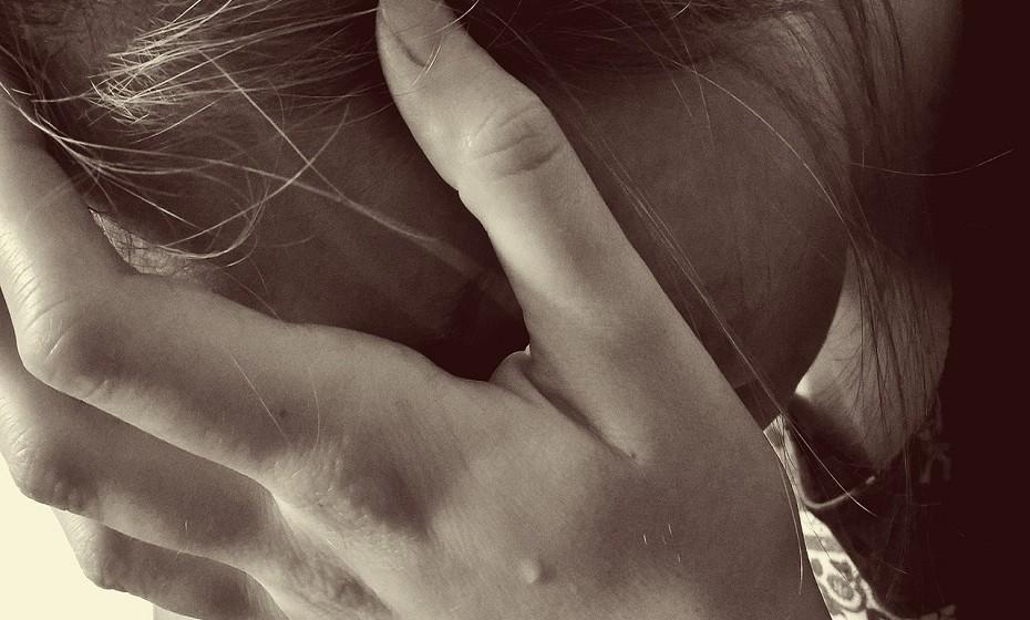 Peixes – Quando estão sob stress, tudo o que lhes apetece fazer é esconderem-se debaixo de uma rocha e esperar que o mundo desapareça. É um signo que absorve os sentimentos do mundo que o rodeia como uma esponja. É bastante flexível, o que pode trazer problemas na hora de tomar decisões. Não se disperse, imponha um prazo para agir.