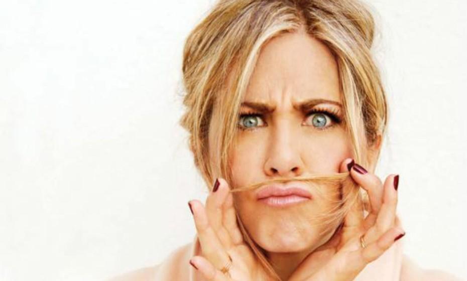 As celebridades adoram um bom bronze. Jennifer Aniston gosta de fazer sauna de infravermelhos que utiliza luz eletromagnética (sem raios UV prejudiciais) para penetrar na pele ao nível celular. Ao que parece, este tratamento rejuvenesce a pele e as células, ajuda na perda de peso e é muito relaxante.