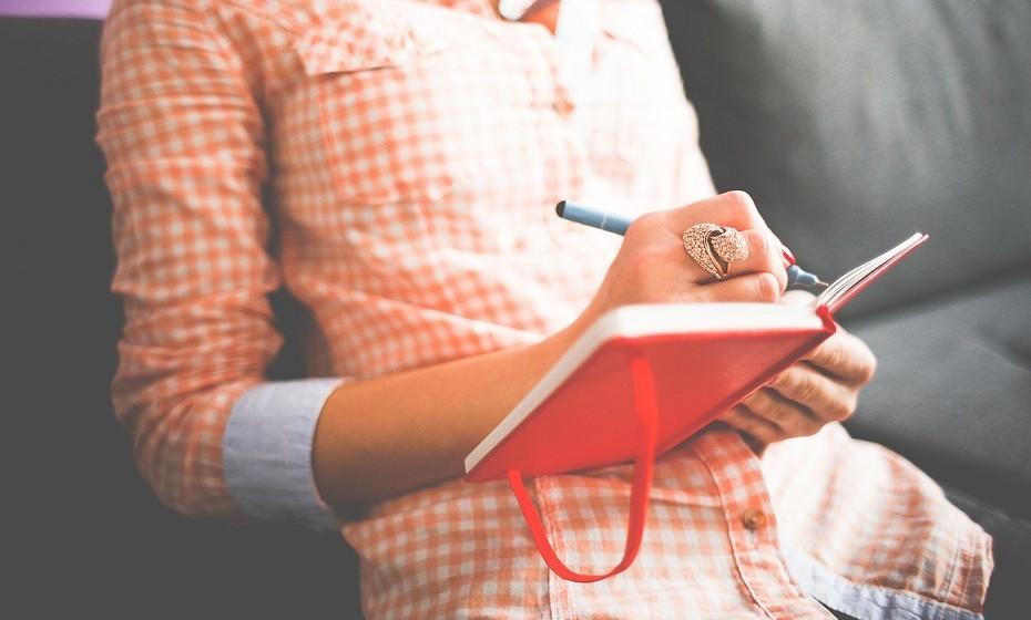 Inteligência é sinónimo de confiança e de felicidade. Aumente estes campos elaborando uma lista de coisas que já fez, em vez de uma lista do que tem para fazer. Aponte as suas conquistas.