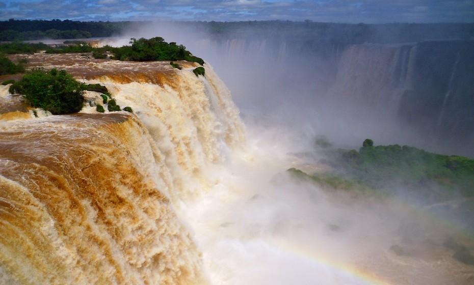 As Cataratas do Iguaçu são, sem dúvida, a paragem obrigatória de qualquer turista. Localizadas no Parque Nacional do Iguaçu, esta maravilha do Brasil é o resultado de 275 quedas de água no rio de Iguaçu. Se puder, meta-se num avião e visite esta força da natureza.