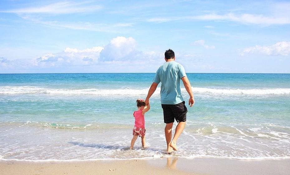 Caranguejo: Preferem estar rodeados de poucas pessoas. As férias para este signo devem ser passadas com a cara-metade, filhos ou com os pais. Dispensam luxos e, por isso, adoram acampar, de preferência num local com rio ou perto do mar.