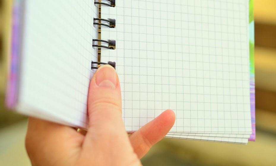 Priorize as suas tarefas. Depois de fazer a lista de atividades a realizar no dia, mantenha foco naquelas que são mais importante e comece o dia por executá-las.