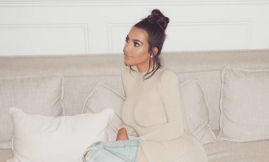 Kim Kardashian não receia experimentar coisas novas. A mulher de Kanye West tentou o 'Vampire Facial', um tratamento não cirúrgico que consiste em injetar uma substância gelatinosa no rosto feita com o próprio sangue do paciente.