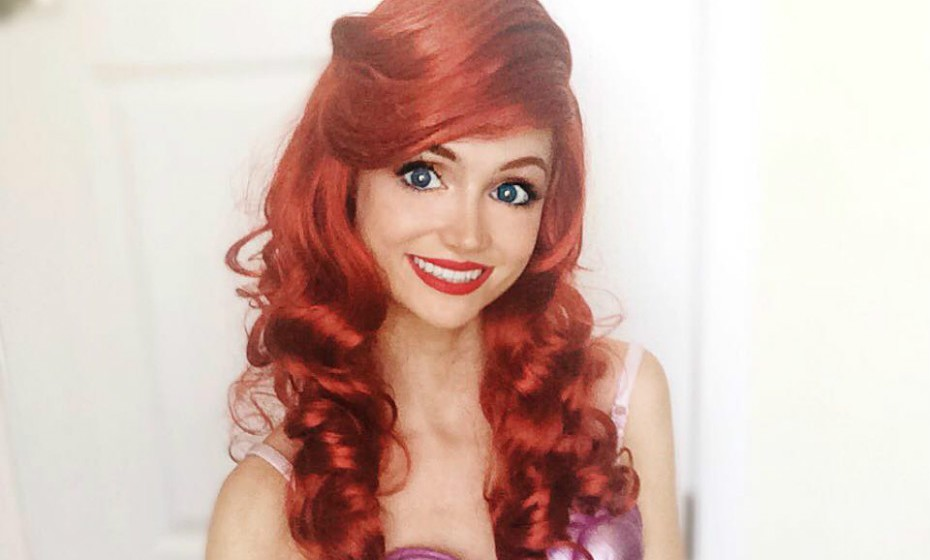 «Tenho uma peruca e uma maquilhagem para cada princesa. Tenho de fazer contorno quando interpreto a Aurora (Bela Adormecida) porque o meu rosto é muito mais redondo do que o dela. Como tenho os olhos castanhos, tenho de usar lentes de contacto azuis para a Pequena Sereia e para a Elsa do Frozen».