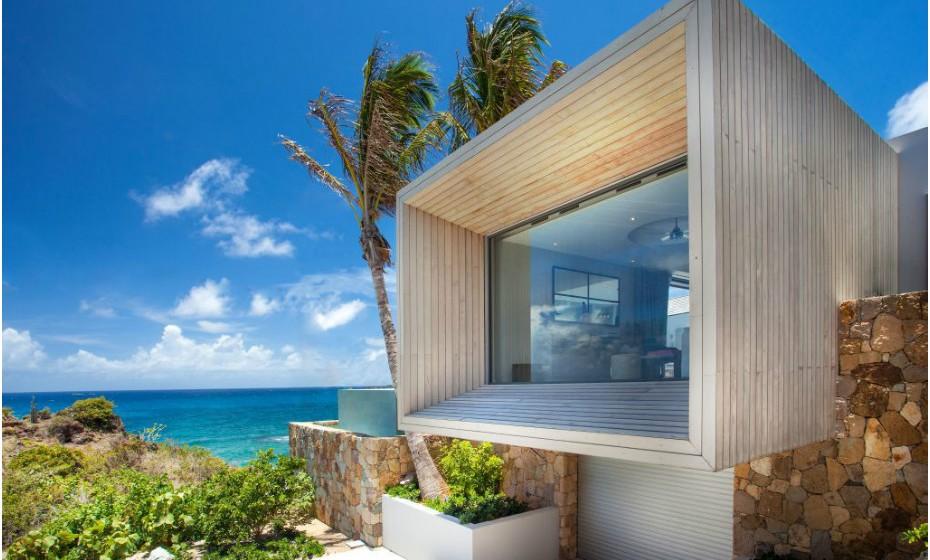 Ninguém gostava de viver numa caixa, mas esta é diferente. A Box House, na ilha de São Bartolomeu, nas Caraíbas, não é para todas as carteiras. Uma noite nesta casa custa 611 euros.