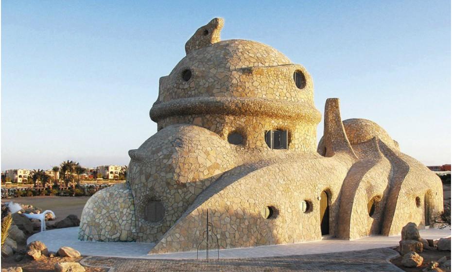 A Casa Tartaruga é uma escultura habitável na estância El Gouna, no Egipto. O preço é acessível (48€), mas tem apenas um quarto.