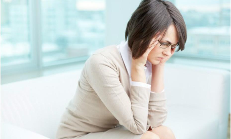 Um dos métodos mais antigos e eficazes para tratar uma dor de cabeça é fazer uma leve pressão sobre os templos, ou seja, na zona frontal da cabeça.
