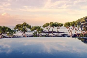 O conforto, a decoração e o serviço atencioso são alguns dos fatores essenciais para um boa experiência durante uma estadia num hotel. Agora imagine ter à sua disposição uma piscina panorâmica de borda infinita para desfrutar de belos momentos com a sua cara metade num lugar onde a água se prolonga até ao horizonte. Este é o top 10 mundial de 'infinity pools' da Trivago.