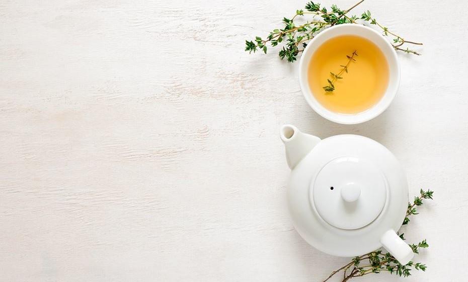 Beba chá verde: Além de ser um drenante natural, o chá verde parece ter efeito na memória. No ano de 2014, um estudo da Universidade de Basel descobriu que os homens que bebiam chá verde tiveram melhores resultados em testes de memória.