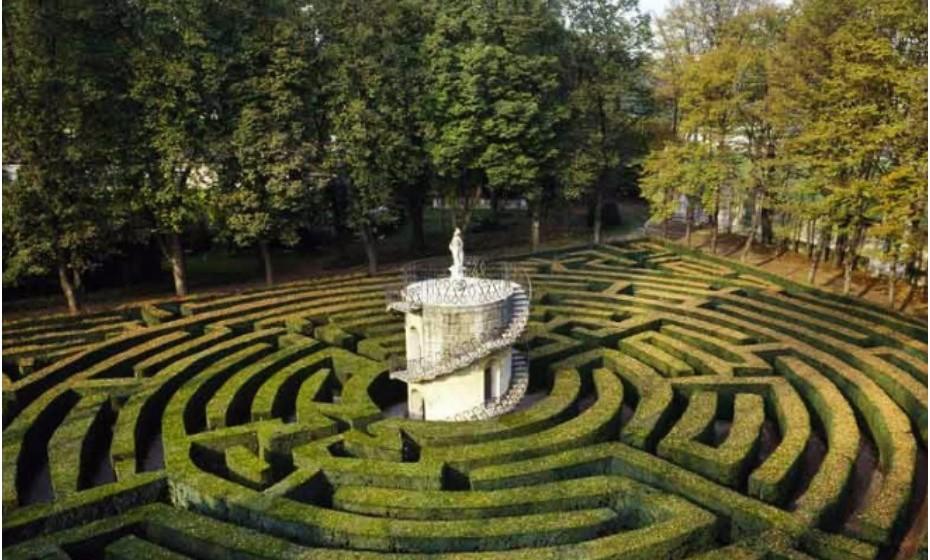 Villa Pisani Garden, Itália – Neste jardim, já se perderam várias pessoas, incluindo um antigo dono da propriedade. O 'labirinto d'amore' foi criado em 1720-1721. No centro, ergue-se uma torre com uma estátua de Minerva, o símbolo da sabedoria.