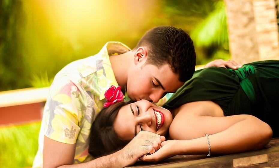Caranguejo tem uma faceta altamente emocional e um humor mutável como a natureza. Tudo o que fizer por ele não será esquecido. Se estiver apaixonada por um homem caranguejo, invista ao máximo na vossa intimidade. Já a mulher caranguejo é cuidadosa quando se trata de se entregar a um novo amor. Dê-lhe provas de que vale a pena investir na vossa relação, tranquilize-a em relação ao futuro e tenha em conta que vai ter de fazer alguns sacrifícios por esta mulher.