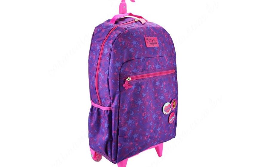 Nestas mochilas, é necessário ter em atenção o tamanho do cabo que puxa a mochila. A angulação do braço da criança para puxar a mochila não deve exceder os 30º. Se o percurso até à escola for longo e sem escadas, uma mochila com rodas é vantajosa para diminuir o esforço. Noutros casos não é tão aconselhada.