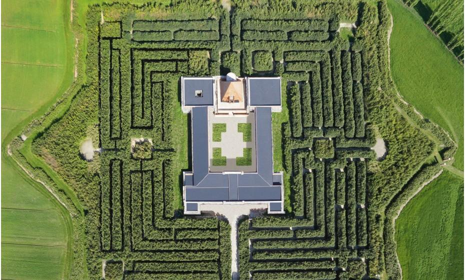 Labirinto della Masone, Itália – Estende-se por mais de 80 mil metros quadrados e é considerado o maior labirinto do mundo após a sua abertura ao público em 2015. Franco Maria Ricci é o dono e quem concretizou a ideia, durante cerca de 10 anos, deste jardim.