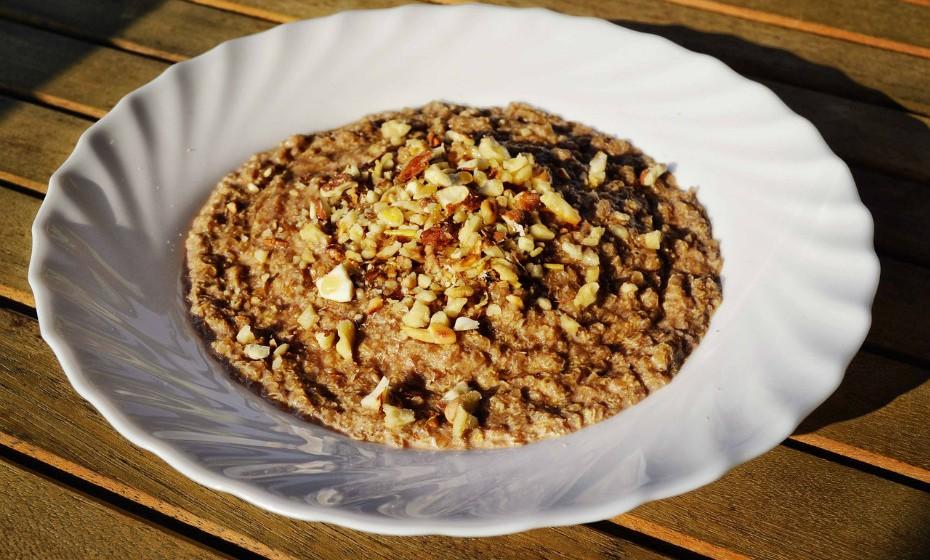 Há boas notícias! Ainda pode comer quinoa, arroz integral, trigo-sarraceno, etc. Ao substituir cereais refinados com glúten por alternativas de grãos inteiros sem glúten aumenta a ingestão total de fibra e de nutrientes, assim como a proteção da sua saúde.
