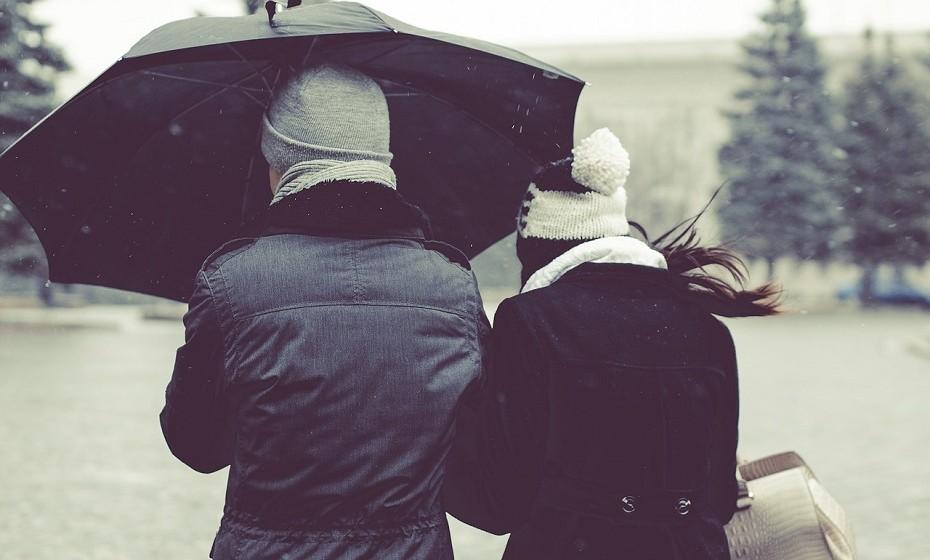 Virgem é modesto, meticuloso e exigente. O homem virgem está constantemente preocupado com algo, por isso, o seu desafio vai ser acalmá-lo quando estiverem a sós. Peça-lhe ajuda para reparar algo em casa. Eles adoram sentir-se úteis. A mulher virgem não gosta de preguiça. O seu desafio será proporcionar-lhe momentos de relaxamento.