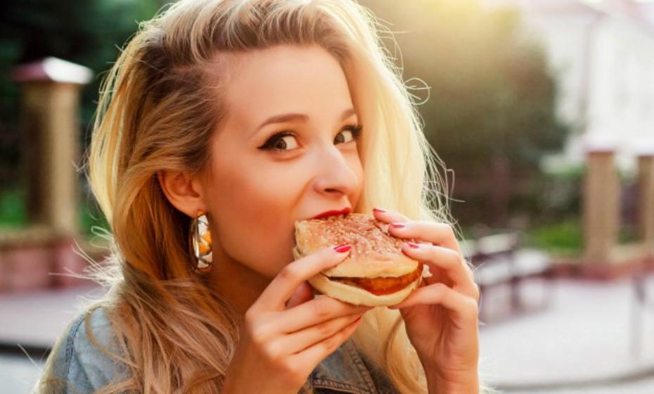 Não faz mal cometer um pequeno deslize (a menos que tenha a doença celíaca ou sensibilidade ao glúten). Se esta dieta é uma opção sua então não há problema em fazer batota de vez em quando. (Fonte: Health.com)