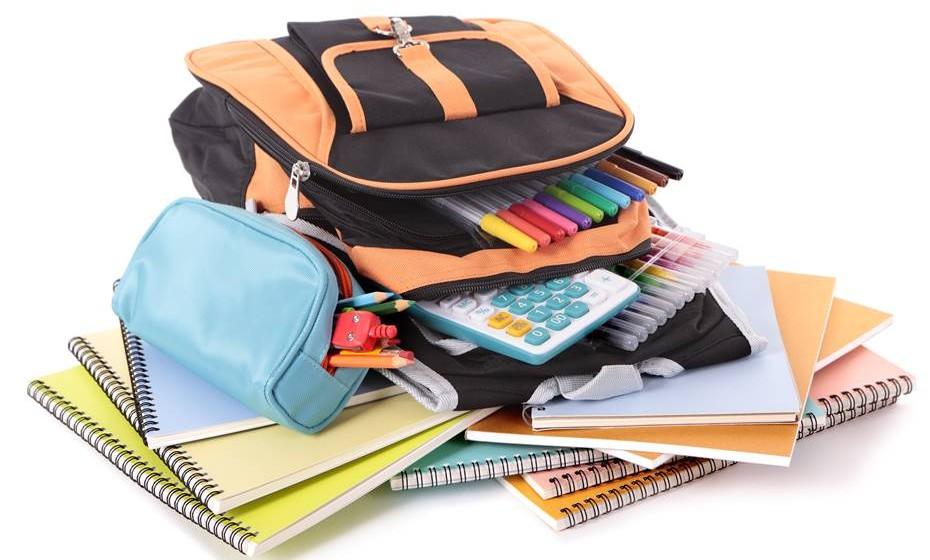O peso da mochila carregada não deve ultrapassar os 10% do peso corporal e deve conter apenas o material necessário para o dia em questão.