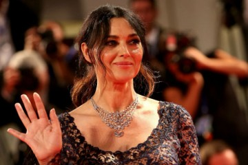 Monica Bellucci posa nua para a 'Paris Match'